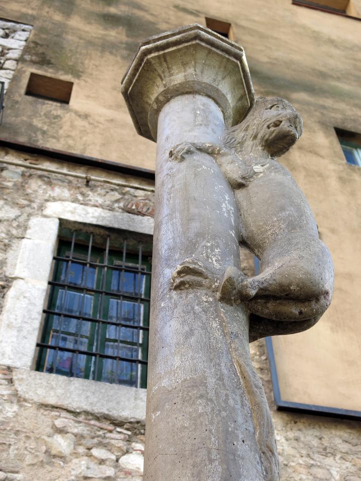 Скульптура «Жиронская львица»