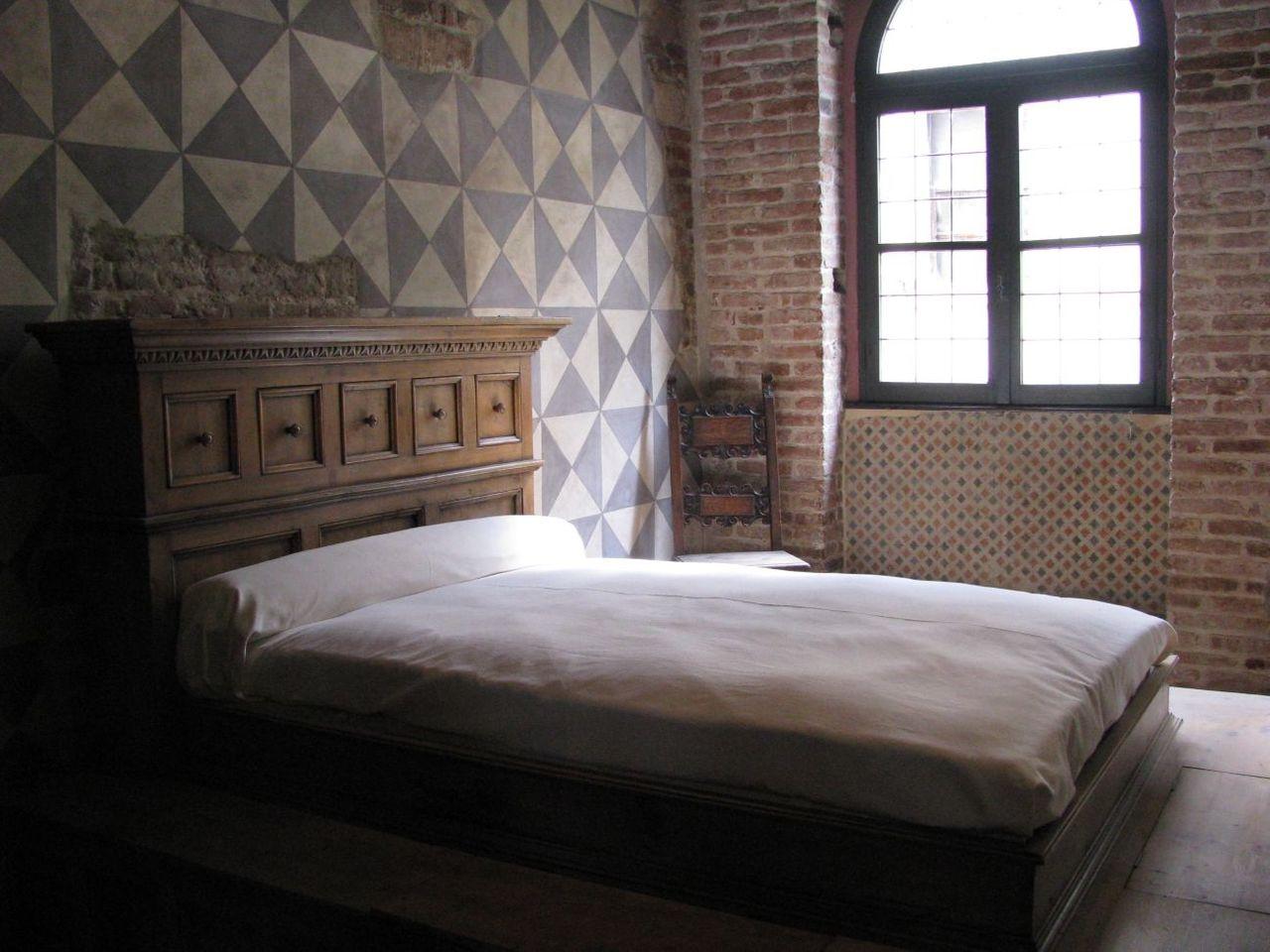 Кровать из фильма Дзеффирелли