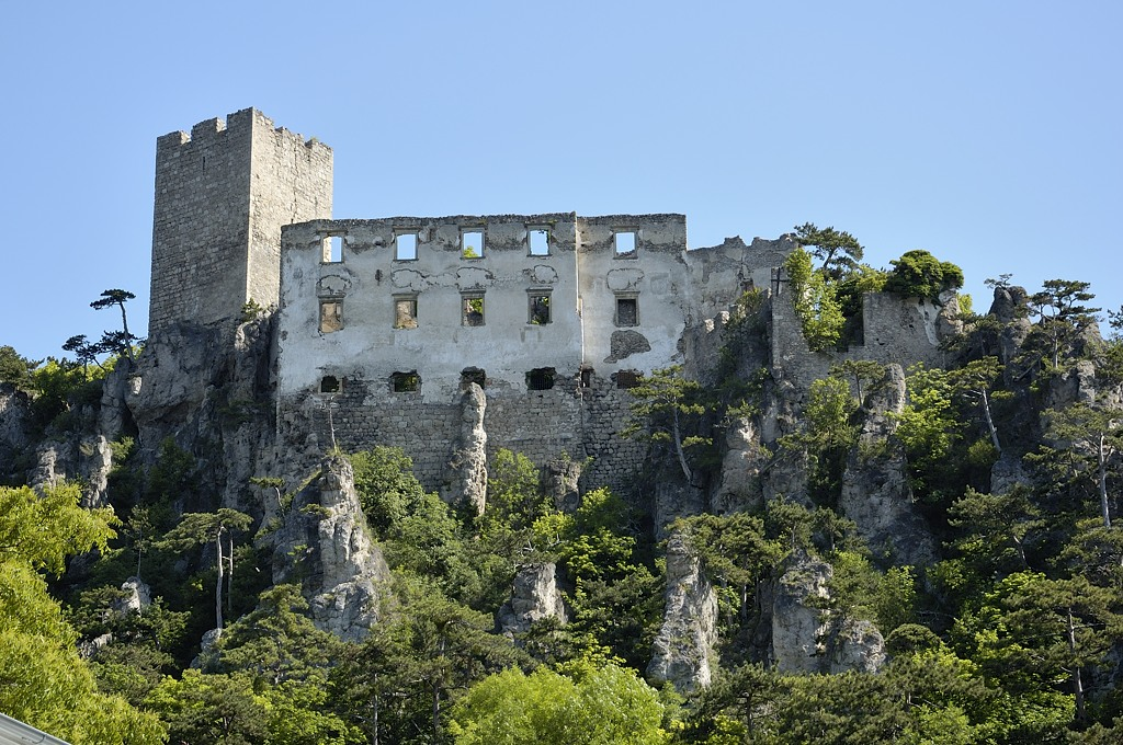 Замок Раухенштайн